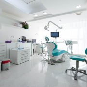 klinik gigi ilegal Vs klinik legal